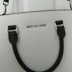 b5efe89684f Michael Kors Bags - Michael kors black & white Selma